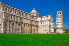 cathédrale se penchant la tour de Pise Image stock