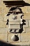 Cath?drale, Santiago de Compostela, Espagne Mur latéral avec le soulagement en pierre Tombe du symbole d'apôtre St James et de Ca photos libres de droits