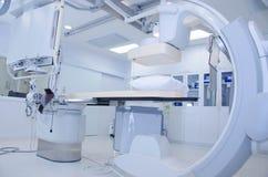 Cath Lab i modernt sjukhus Arkivbilder