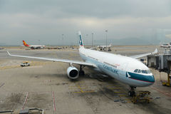Cathay Pacific Airbus 330-300 at Hong Kong Airport Stock Photos