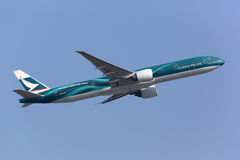 Cathay Pacific Boeing 777-300ER sakkunniglivré Royaltyfri Bild