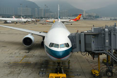 Cathay Pacific Boeing 777-300 at Hong Kong Airport Royalty Free Stock Photos