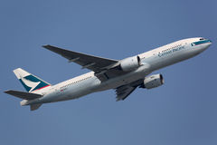 Cathay Pacific Boeing 777-200 royalty free stock photos