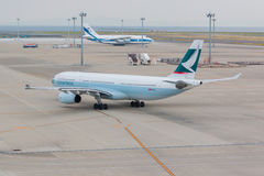 Cathay Pacific dans l'aéroport international Japon de Chubu Centrair Images stock