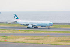 Cathay Pacific dans l'aéroport international Japon de Chubu Centrair Photographie stock libre de droits