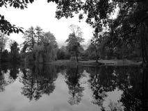 Cathédrale de jardin dans Pelplin Regard artistique en noir et blanc Images stock
