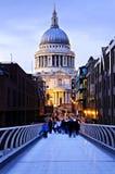 Cathédrale Londres de rue Paul au crépuscule Images stock