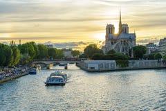 cathedral贵妇人・ de notre巴黎 库存照片