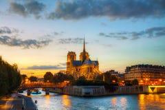 cathedral贵妇人・ de notre巴黎 免版税库存照片