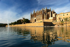 Cathedral of Palma de Majorca. Reflected in the pond Royalty Free Stock Photos