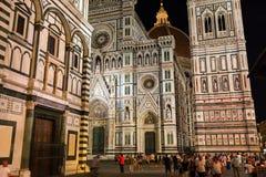 Cathedrale di Santa Maria del Fiore i Florence på natten Fotografering för Bildbyråer