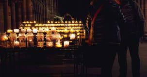 Cathedrale Notre-Dame De Strasbourg avec des prières banque de vidéos