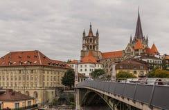 Cathedrale och bro i Lausanne Arkivfoto