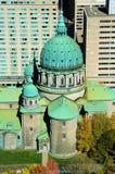 Catheral и небоскребы стоковая фотография rf