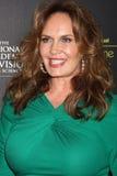 Catherine Bach obtient aux 2012 Prix Emmy de jour Images stock