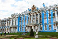 Catherine Palace es un palacio rococó situado en la ciudad de T Foto de archivo