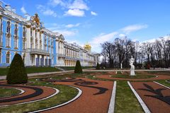 Catherine Palace est un palais rococo situé dans la ville de Tsarskoye Selo photos stock