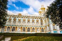 Catherine Palace Exterior im Herbst Stockfotos