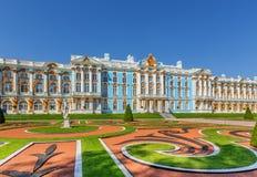 Catherine Palace på Catherine Park (Pushkin) i sommar Arkivfoton