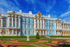 Catherine Palace på Catherine Park (Pushkin) i sommar D Arkivfoton