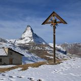 Catholic cross on the Riffelberg and Matterhorn Stock Photography