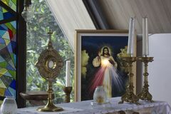 Free Catholic Eucharistic Adoration Chapel With Divine Mercy Picture Of Jesus Christ, Candles And Holy Bread Of Life. Royalty Free Stock Photography - 221255877