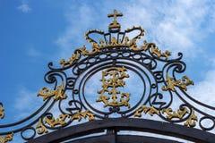 Cathrine-Monogramm auf den Palasttoren Das Tsarskoye Selo, Zustands-Museum-Konserve, stockfotografie