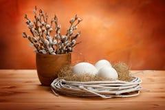 Catkin e ovos de easter foto de stock