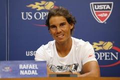 Catorce campeones Rafael Nadal del Grand Slam de las épocas de España durante rueda de prensa antes del US Open 2015 Foto de archivo