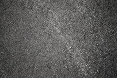 Catrame grigio scuro con la vecchia strada della strada principale fotografie stock libere da diritti