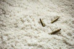 Catridges sul tappeto bianco Fotografia Stock Libera da Diritti