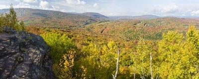 Catskills Ledge Peak Color Panorama arkivbild