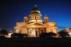 Cattedrale alla notte, St Petersburg, Russia della st Isaac Immagine Stock