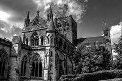 Cattedrale in bianco e nero immagine stock