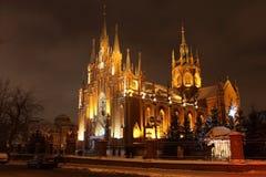 Cattedrale cattolica. Inverno. Notte. Fotografia Stock