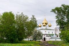 Cattedrale con cinque cupole dorate nel monastero di Voskresensky Immagini Stock