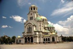 Cattedrale con lucidare delle nubi immagine stock
