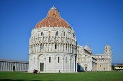 Cattedrale del battistero di Pisa e torre pendente famosa Architettura romanica e gotica pisa tuscany L'Italia fotografia stock