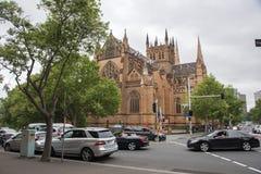 Cattedrale del ` d'angolo s di St Mary e di traffico Fotografia Stock Libera da Diritti