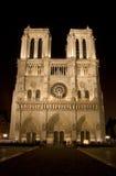 Cattedrale del Notre Dame alla notte Fotografia Stock