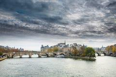 Cattedrale del pomeriggio soleggiato di autunno di Notre Dame de Paris fotografie stock libere da diritti