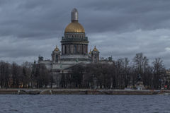 Cattedrale del ` s di Isaac del san alla sera fotografia stock