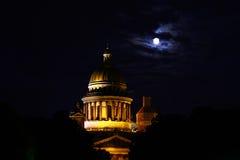 Cattedrale della st Isaac alla notte Immagine Stock
