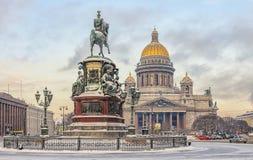 Cattedrale della st Isaac ed il monumento a Niccolò I Immagine Stock Libera da Diritti