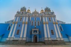 Cattedrale della st Michael Chiesa ortodossa con il blu Fotografia Stock