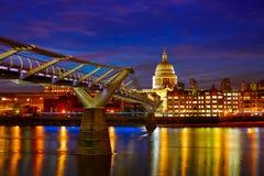 Cattedrale della st Paul Pauls di Londra a partire dal millennio Immagine Stock