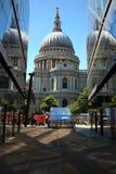Cattedrale della st Pauls con i relections Fotografia Stock