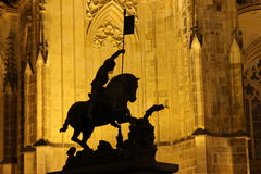Cattedrale della st Vitus sul castello di Praga nella notte Immagini Stock