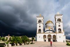 Cattedrale della st Vladimir prima della tempesta Città di Antivari, Montenegro fotografie stock