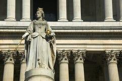 Cattedrale della statua St.Pauls della regina Anne fotografia stock libera da diritti